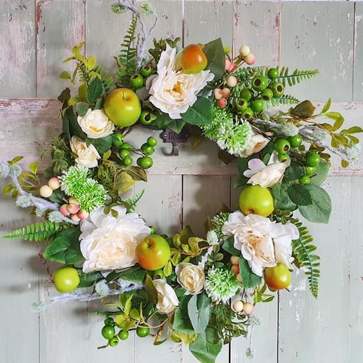Στεφάνι διακοσμητικό με λουλούδια και καρπούς, 60cm